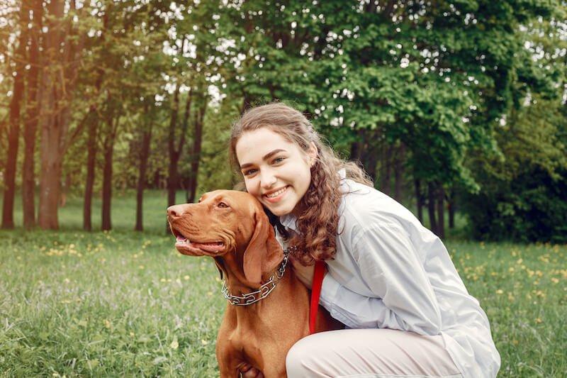 Donnez une alimentation adaptée à votre chien pour éviter la récidive des vers